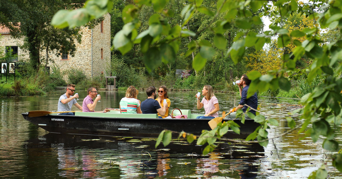 Image : balade en barque - Maison de la Rivière - Terres de Montaigu