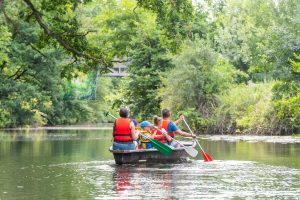 Image : Balade en barque en famille - Maison de la Rivière - Terres de Montaigu